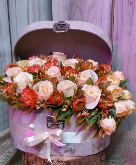 Selyemvirágos Kisbőrönd box